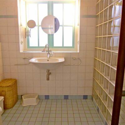 Windroos bathroom